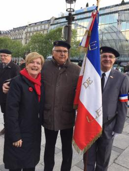 Conductor Jenny moon with the French veterans (Pic by Julie C)