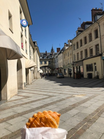 Wandering around Compiegn after lunch to find more patisseries (pic by Tilly)